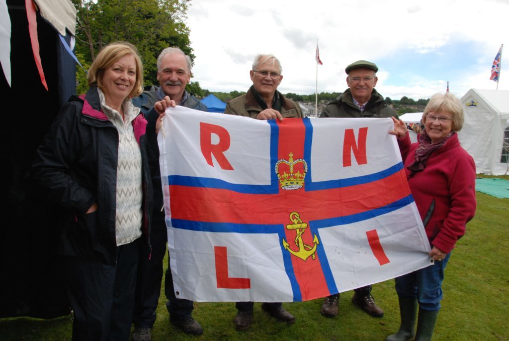 Helping out at the Mid Argyll branch RNLI fundraising stand were Eunice Salmon, Ian Salmon, Peter Hogbin, David Bowen and Dorothy Hogbin. 06_a25AFD12