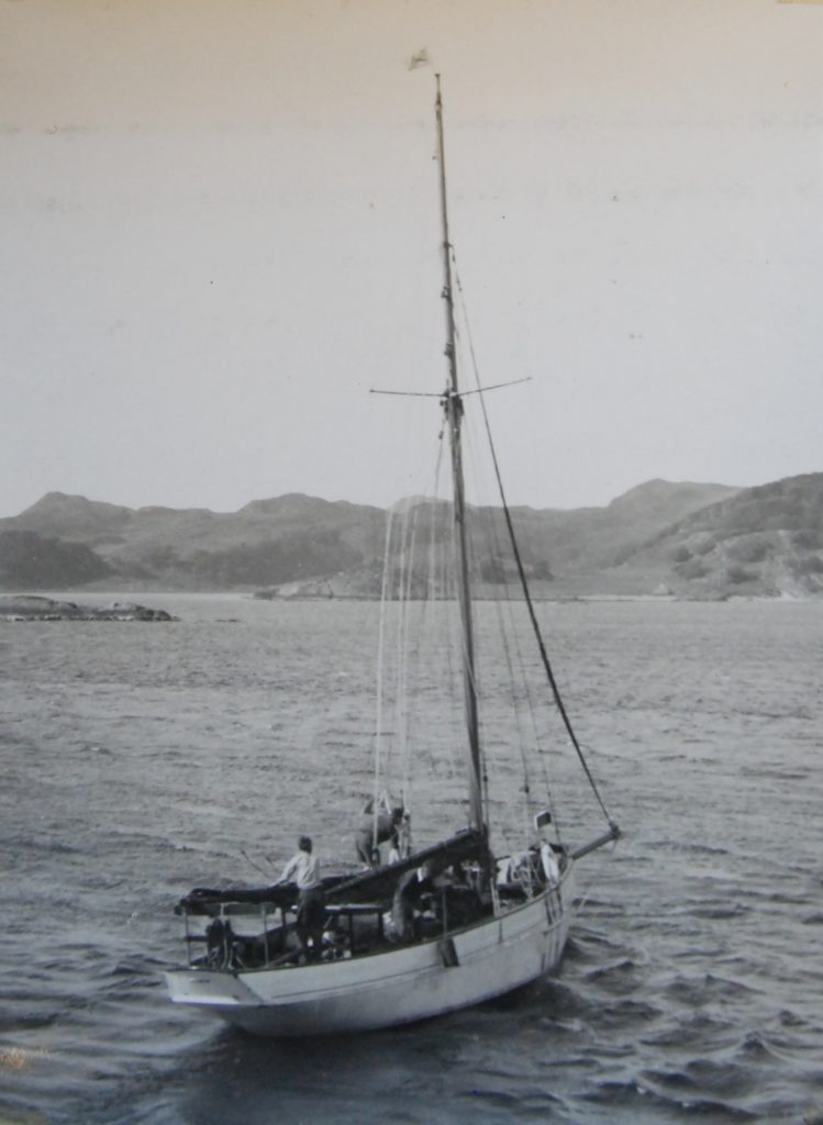 'Fulmar goes out to anchor at Crinan'