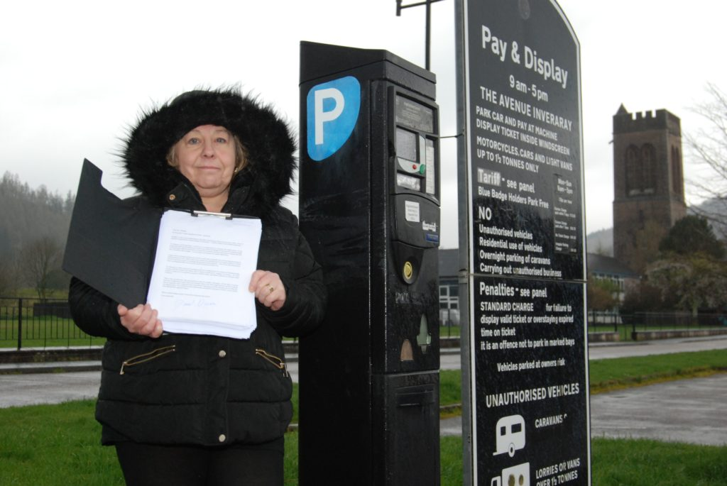 Inveraray resists year-round parking fees