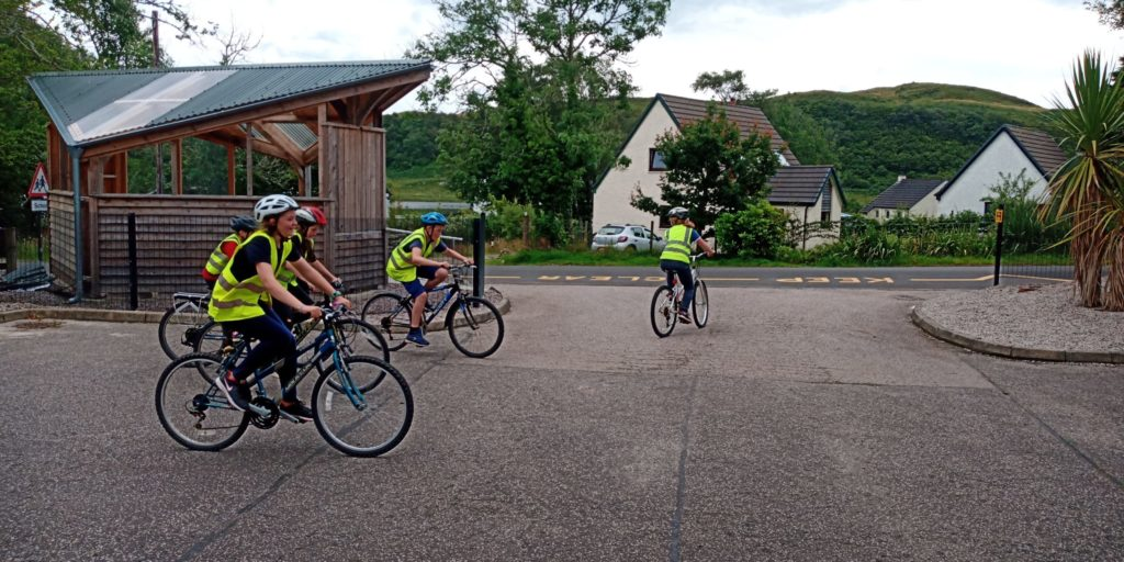Bike bothy teams up with Ardfern cyclists