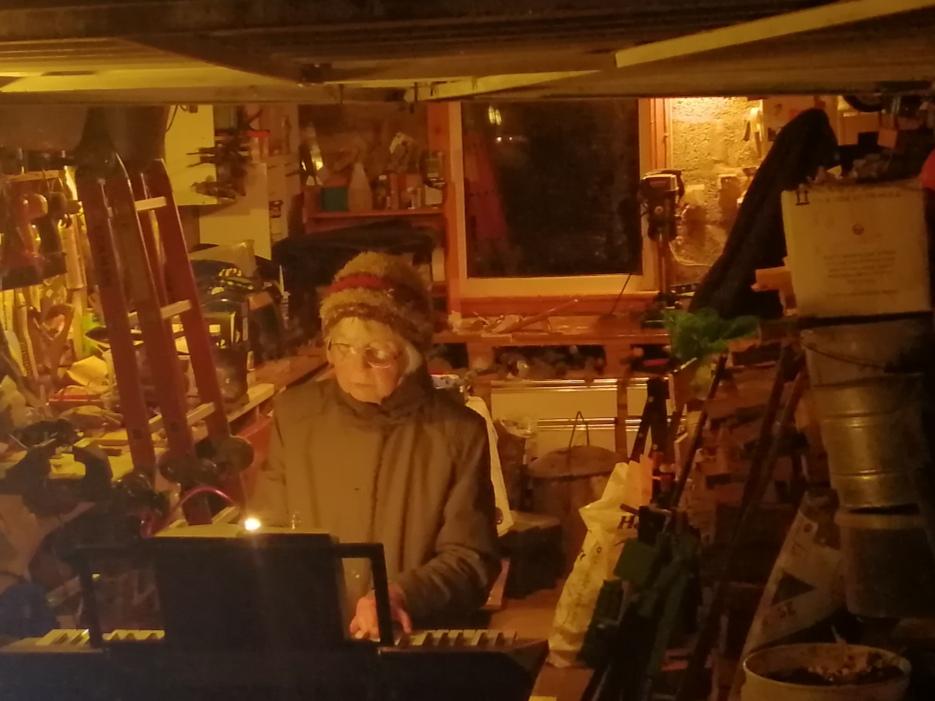 Carols and garage music brighten Ardrishaig Christmas