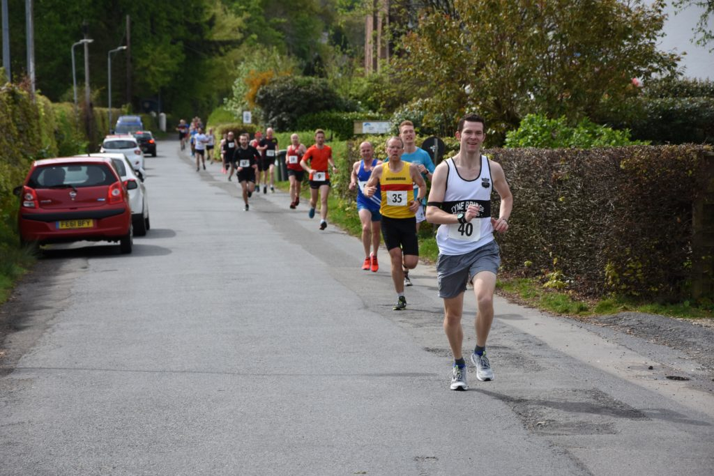 Runners line Knowe Road at the start of the race.