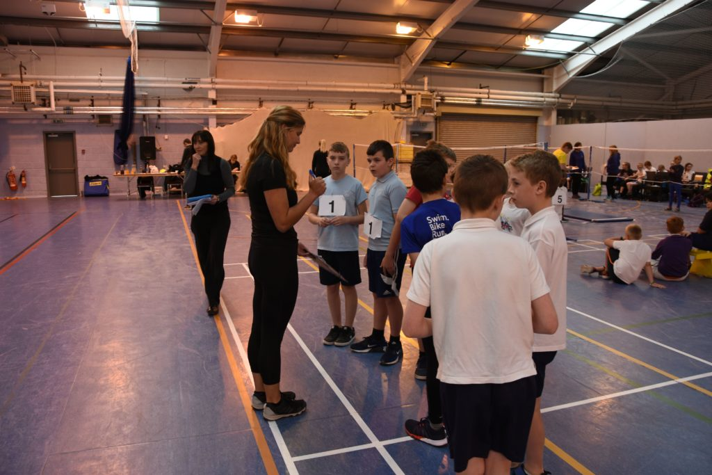 Sportscotland Young Ambassador Eilidh Hamill gives the young participants some words of encouragment.