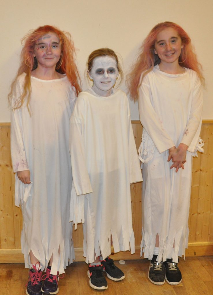 All fright on the night. Twins Laura and Katherine Coyle with Kitty Townsend.