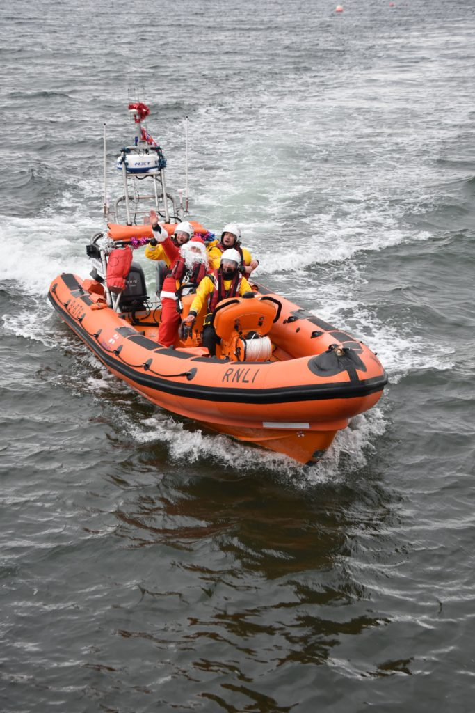 Santa arrives at the pier with the assistance of the Arran RNLI who brought him safely ashore for his Arran visit.