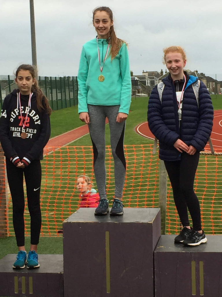 Beth McCarthy (right) with her silver medal from the S2 girls race.