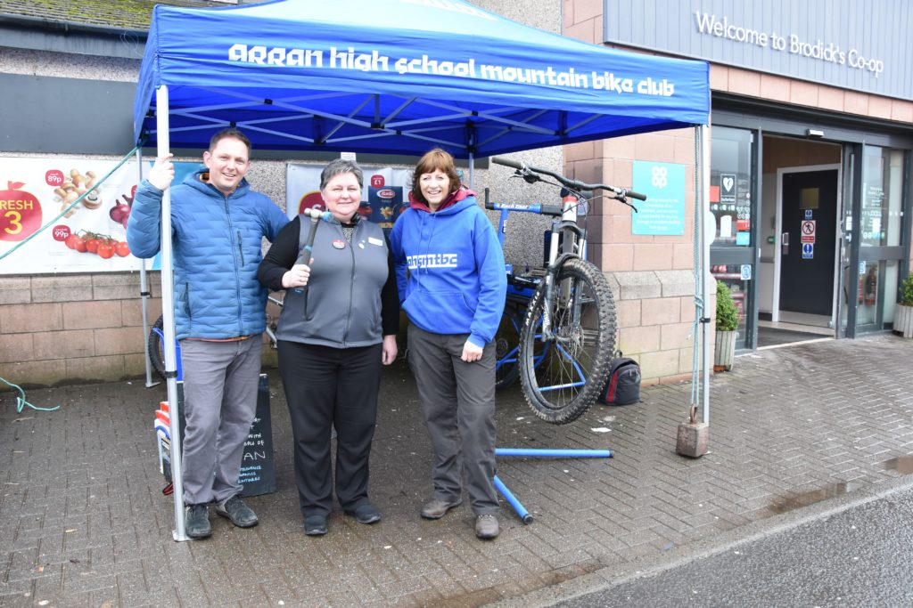 Co-op manager Liz McLean gives Robert McNeice and Kim Toogood of AHSMTBC a helping hand.