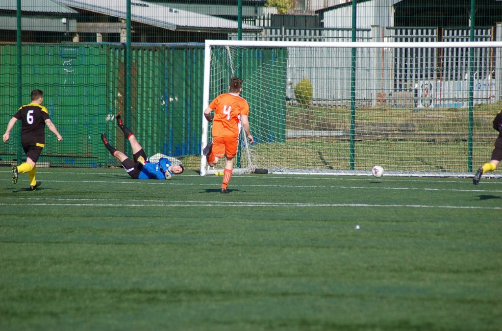 The one that got away, David Heenan narrowly misses a Kilbirnie goal.