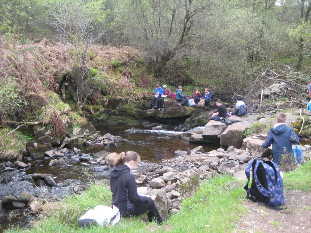 Pupils enjoy their lunch break in an idyllic setting.