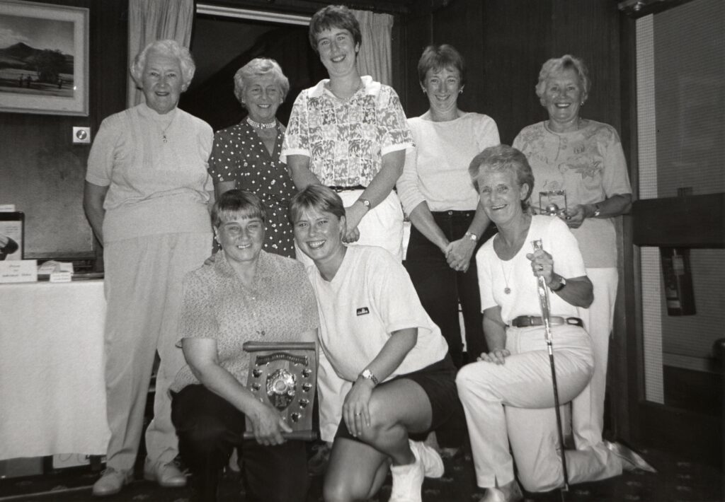 Brodick Ladies Open scratch winner Gillian Lockhart of Barassie (centre front) with lady convenor Irene Rollo and some of the other golfing prize winners.