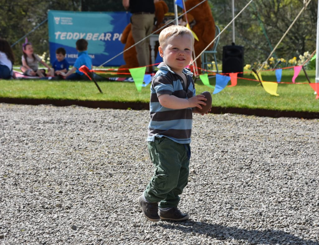 Sunshine sees Easter crowds flock to Brodick Castle