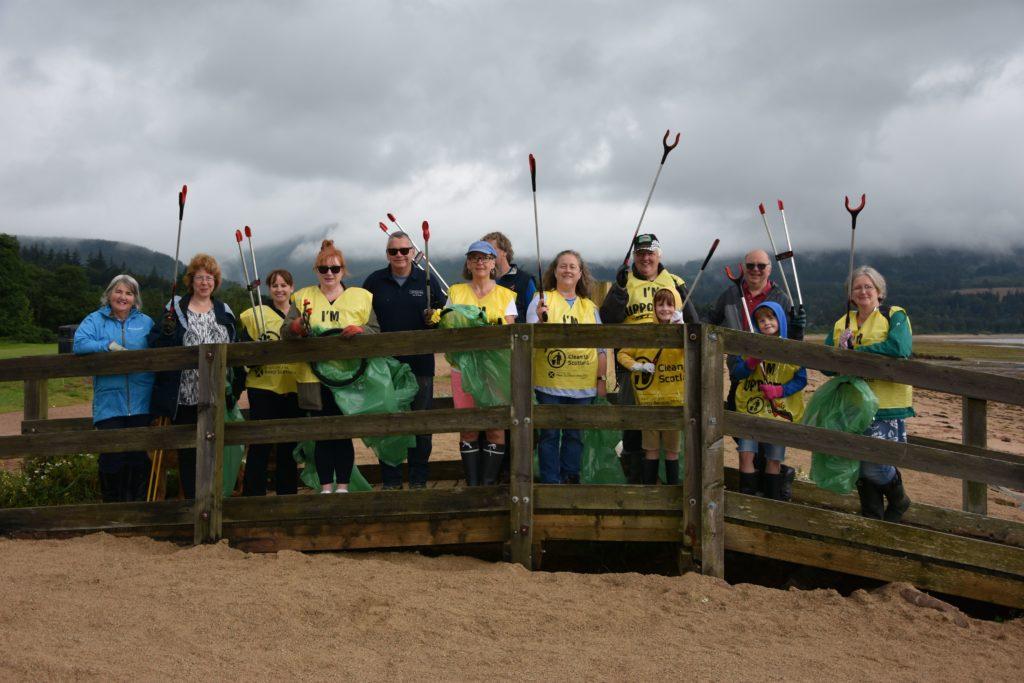 Beach Buddies take up litter fight in Brodick