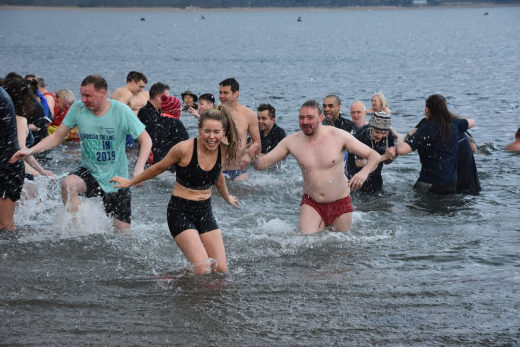 Ne'erday dookers take icy plunge