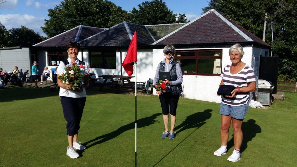 Lynda lifts ladies Eric trophy at Whiting Bay