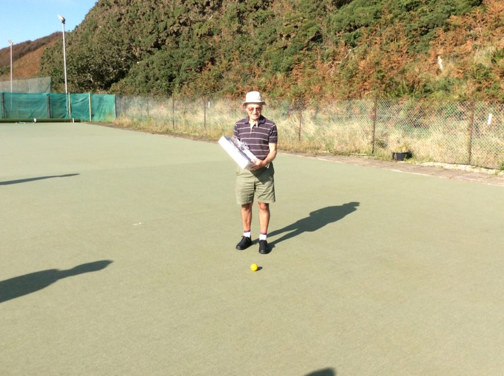 Victor helps celebrate 40th anniversary of Blackwaterfoot Bowls Club