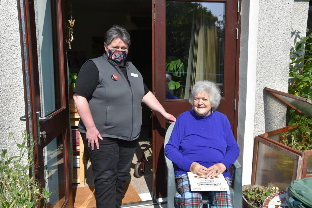 Big-hearted Liz gets Lynn back home at the double