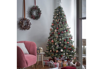Dobbies Fairytale tree in living room with pink and gold decor