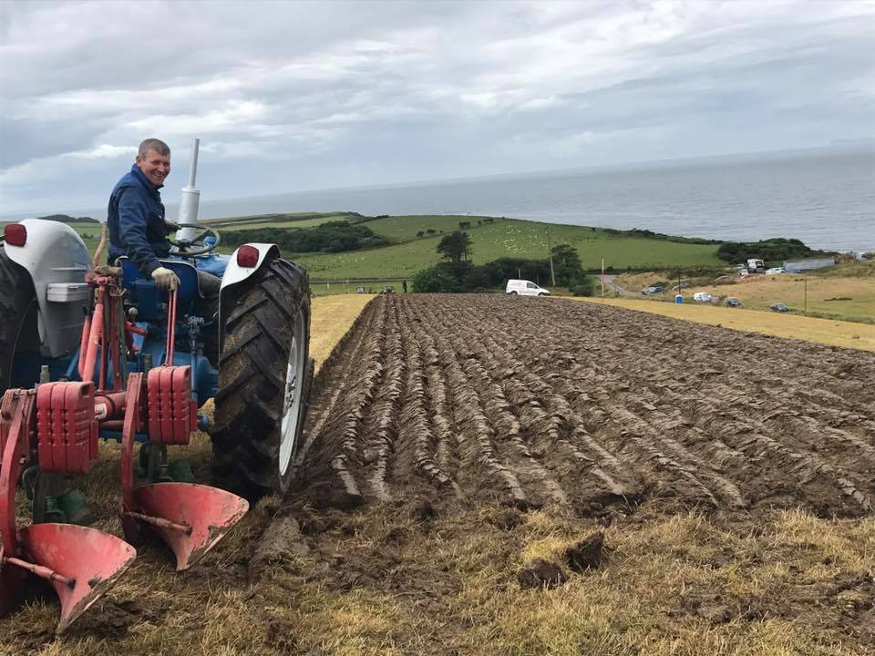 Jamie Reid, who came 1st in the 12 inch and under category and won best last six furrows and best working plough, was awarded the Mr and Mrs Holder Shield for Best Overall, and the Glenside Trophy for best work by a Kaevernland plough. NO_c31ploughing17_jamie reid