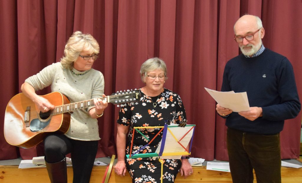 Mandy Beveridge, accompanied by her husband Johnny and Sheena Armour, led a group singing session. 50_c06churchsupper05_mandy beveridge