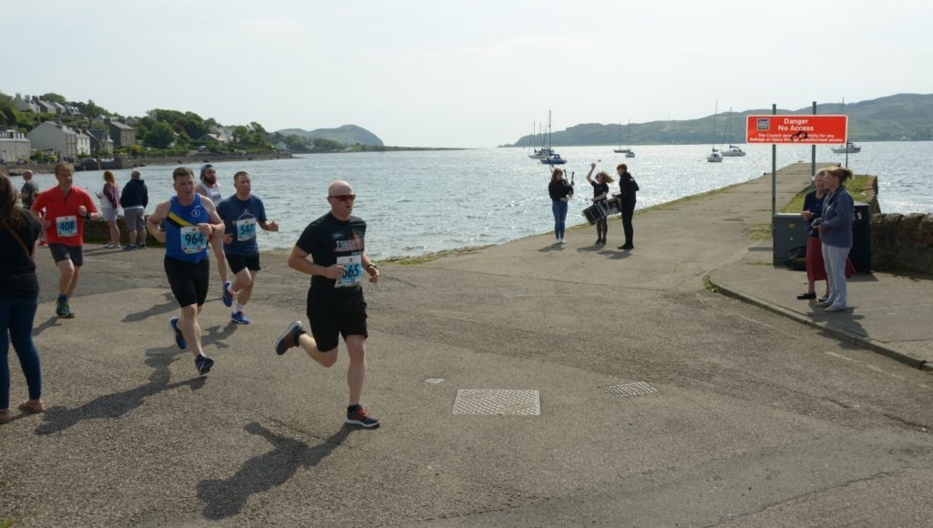 Runners are piped along the Esplanade.