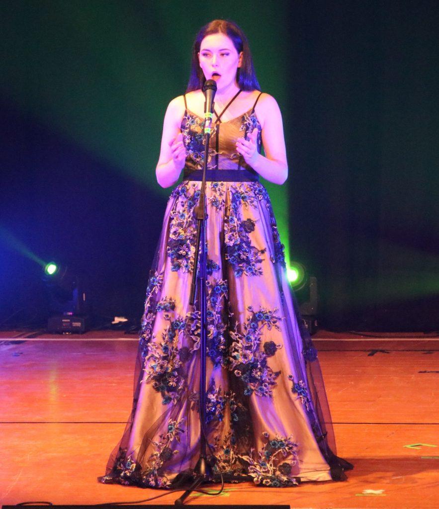 Hannah Black sang A Million Dreams.