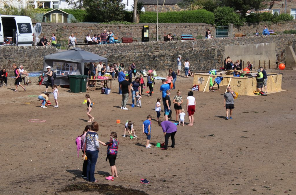There were many beach games for the landlubbers.