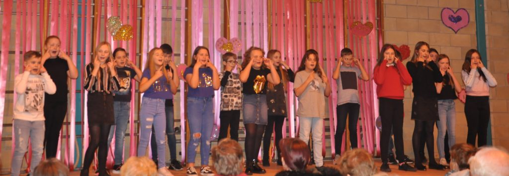 P7/6 performed Outnumbered by Dermot Kennedy, and Somebody to You by The Vamps and Demi Levato.