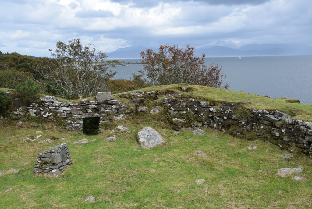 There is a chamber enclosed within the wall at the northern end of the dun.