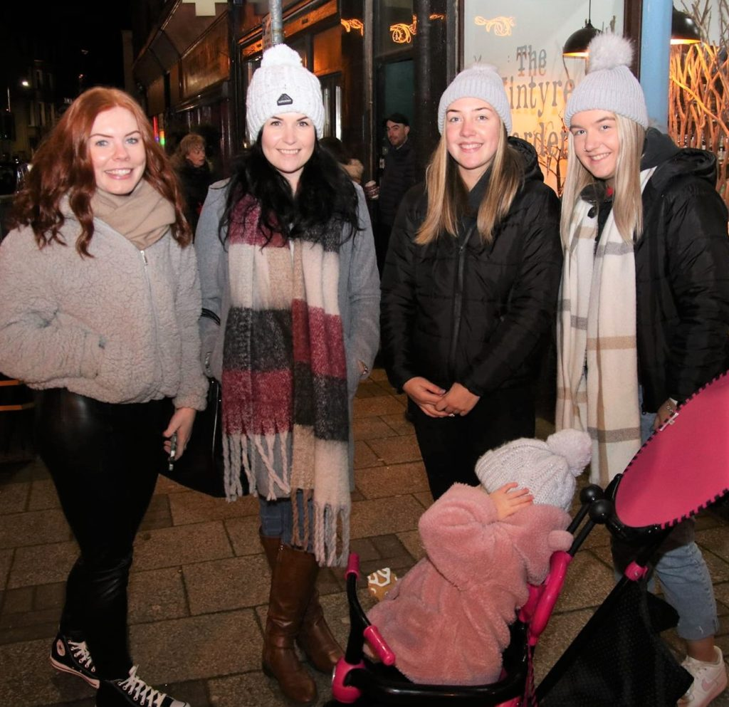 Amy Lang, Lindsay Croft, Kirsty Kennedy, Codie McCallum and Peyton Robertson after the lights switch-on.