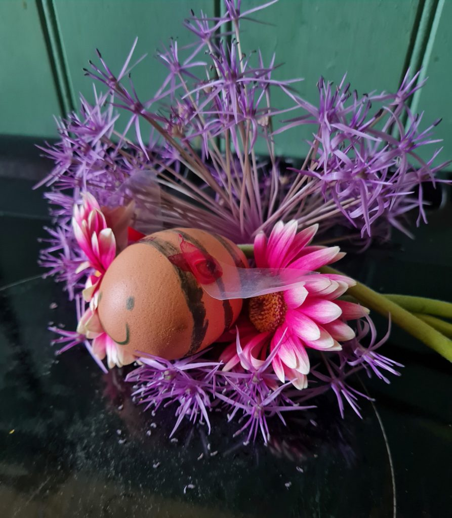The P2/3 category winner: bumble bee on flowers.