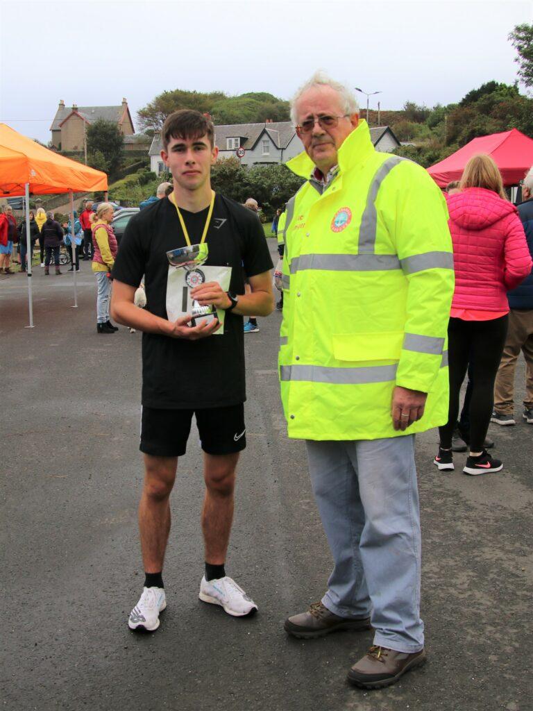 Kyle Paterson, men's 5K champion, with event organiser Alan Milstead.