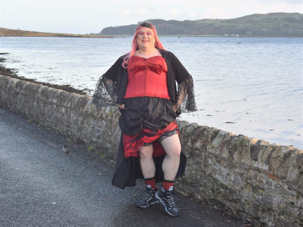 Tom 'takes five' in drag to raise funds for charity