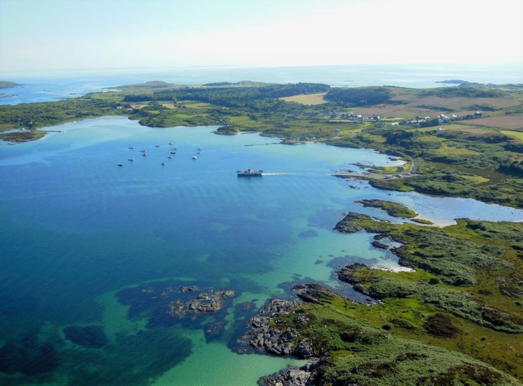 The Isle of Gigha Heritage Trust has been awarded £2,000 to develop a community hub where the island's younger residents will be able to exercise, study and socialise.