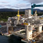 Video: Statoil platform twists and turns - with inches to spare
