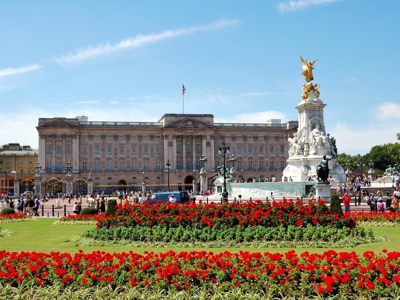 LONDON Buckingham Palace shutterstock_14445784