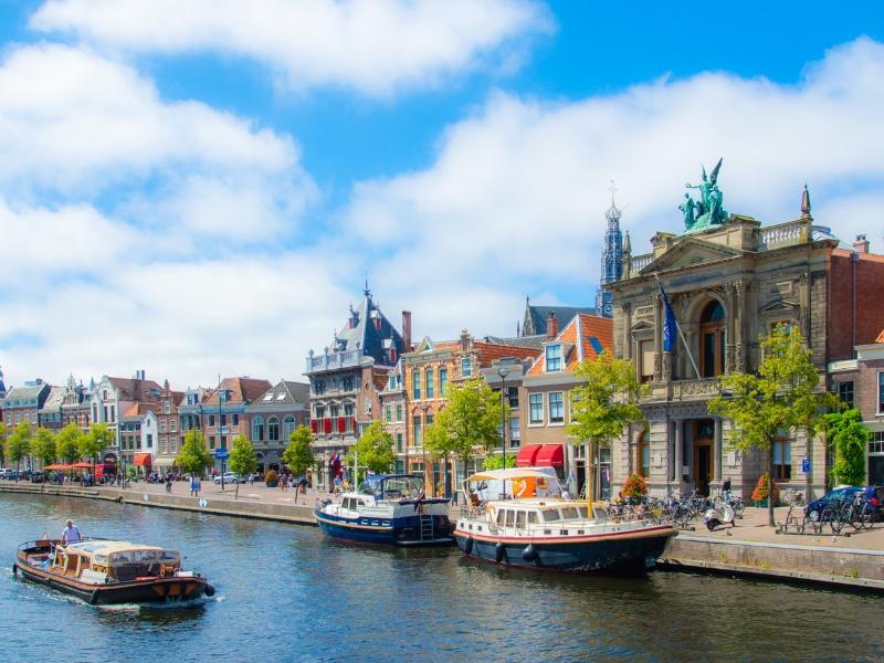 Keukenhof and The Hague River Cruise
