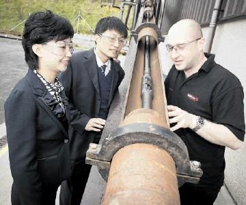 INTERVENTION INTEREST: Wireline workshop supervisor Neil Anderson demonstrates open-hole roller bogie technology
