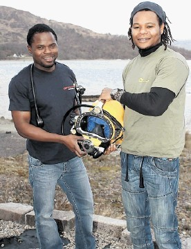 SATURATION DIVERS: Antonio Quetes, left, and Antonio Njiva, at the centre