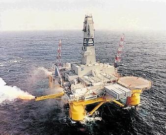 BUSY: Drilling rig Polar Pioneer