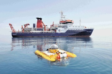 HYDRATES HUNTERS: Survey vessel   Maria S Merian   and submersible Jago