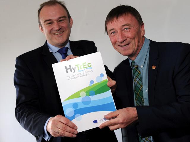 UK Energy Secretary Ed Davey and Aberdeen City Council's Gordon McIntosh launch the city's hydrogen economy framework.