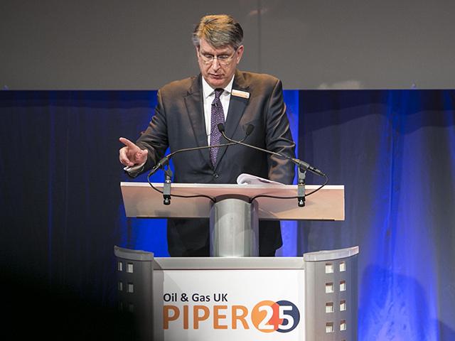 Malcolm Webb addresses delegates at Piper 25.