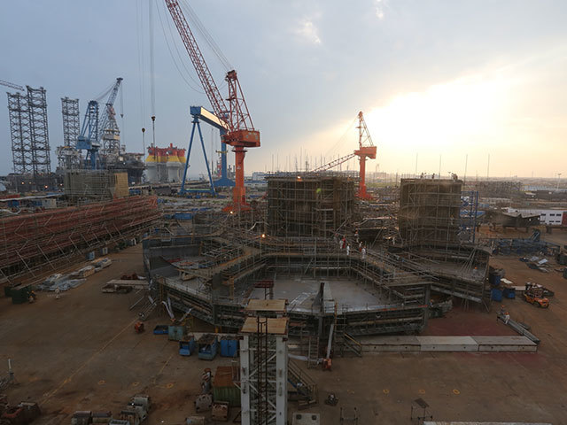 Picture shows almost complete intermediate ring of Series I blocks (up to 5.5m) and start of erection of intermediate ring of Series II blocks (up to 16m level)