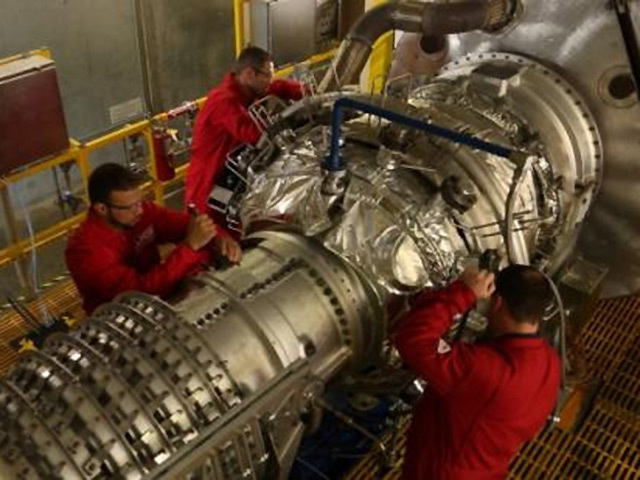 GTS technicians prepare to test a Solar Mars gas turbine