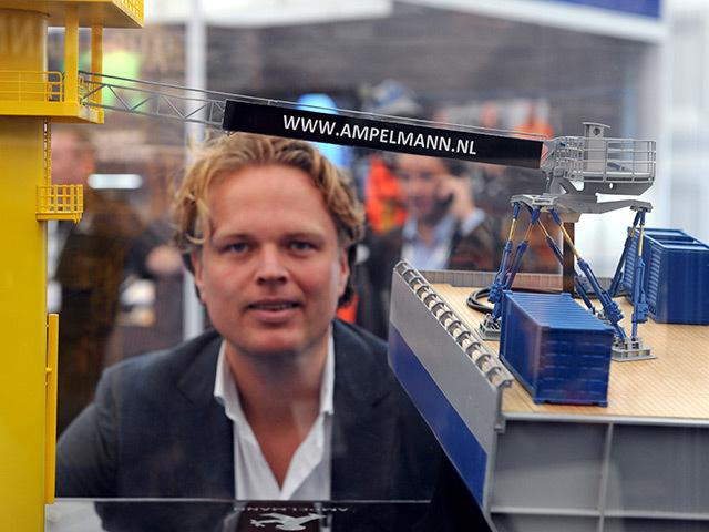 Wiebe Jan Emsbroek with a model of Ampelmann's self-stabilising transfer walkway