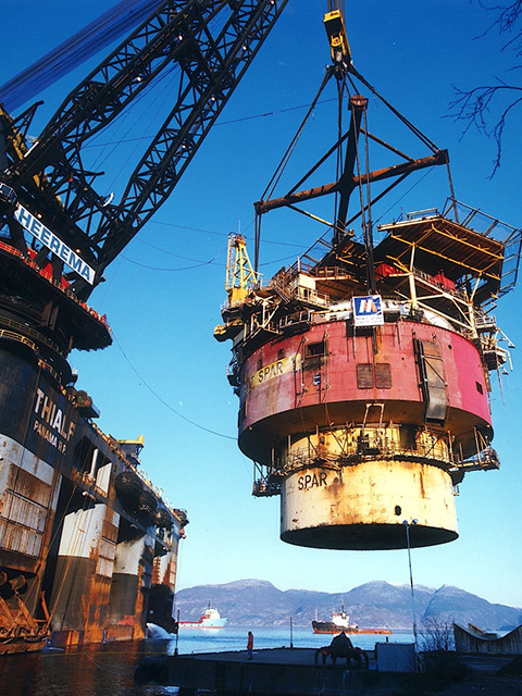 Brent Spar dismantling in Norway. The giant crane Thialf lifts the spar topsides to the dismantling yard