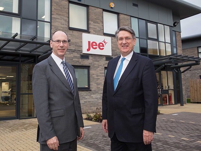 Malcolm Webb (r) with Jee managing director Trevor Jee