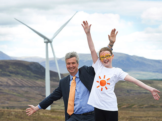 Zoe Bodwell, of Strathgarve Primary, with Eneco's UK director Guy Madgwick
