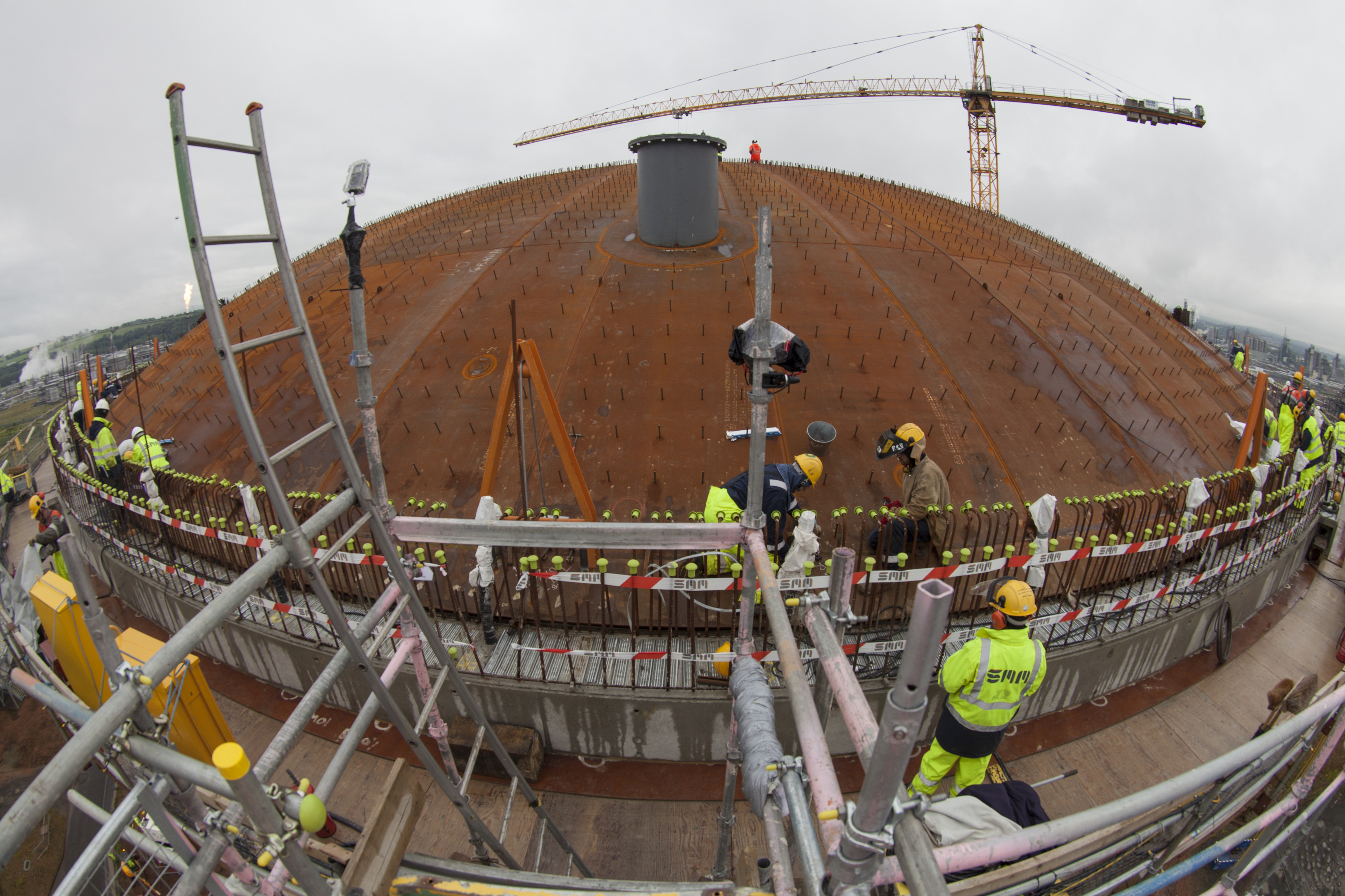 Engineers fixing the ethane tank's roof in place at Grangemouth yesterday.