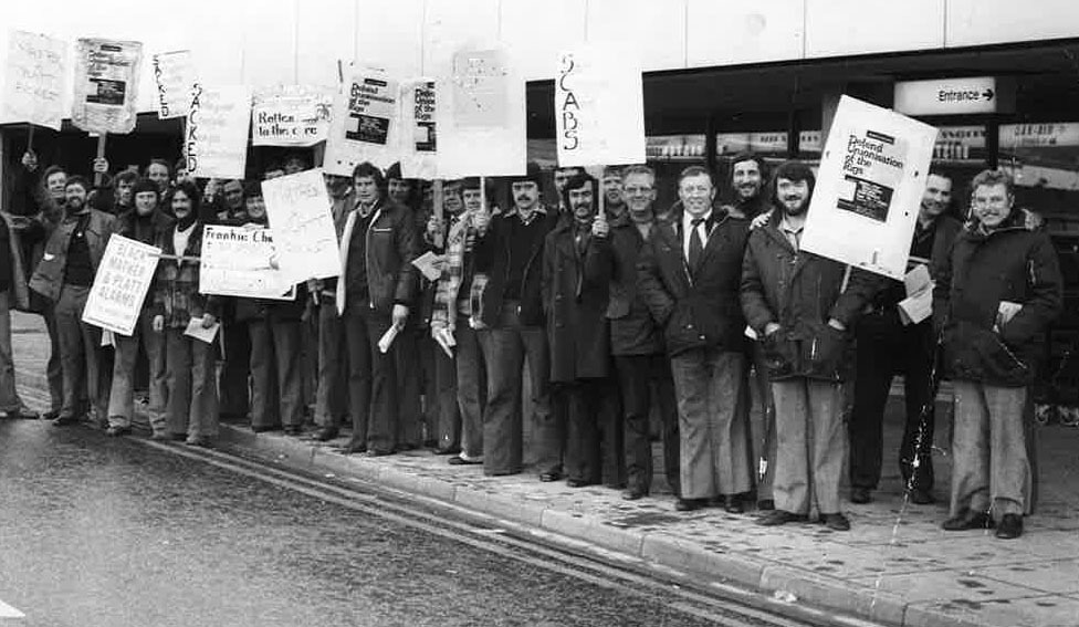 Rig electricians at Aberdeen Airport campaigning for rig unionisation in 1978